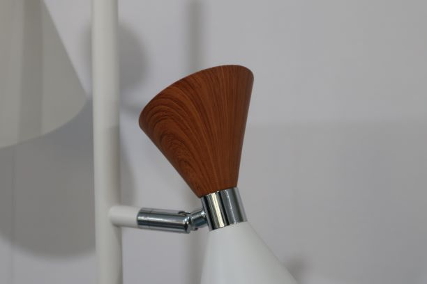 High-quality metal finish for floor lamp